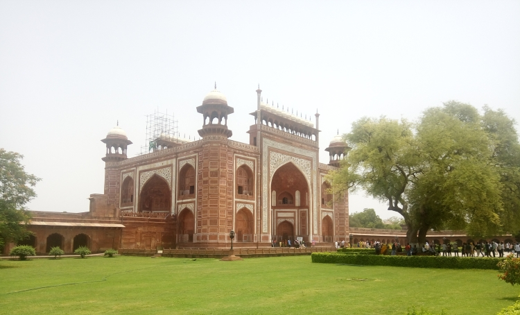 [Image Description- One of the entry gates towards Taj Mahal]
