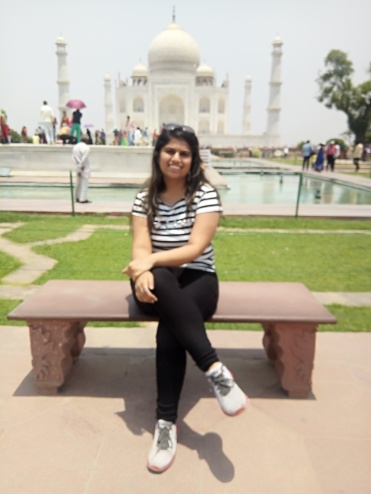 A perfectly nice photo of me in front of Taj Mahal clicked by our tour guide. Sadly, it's awfully blur.